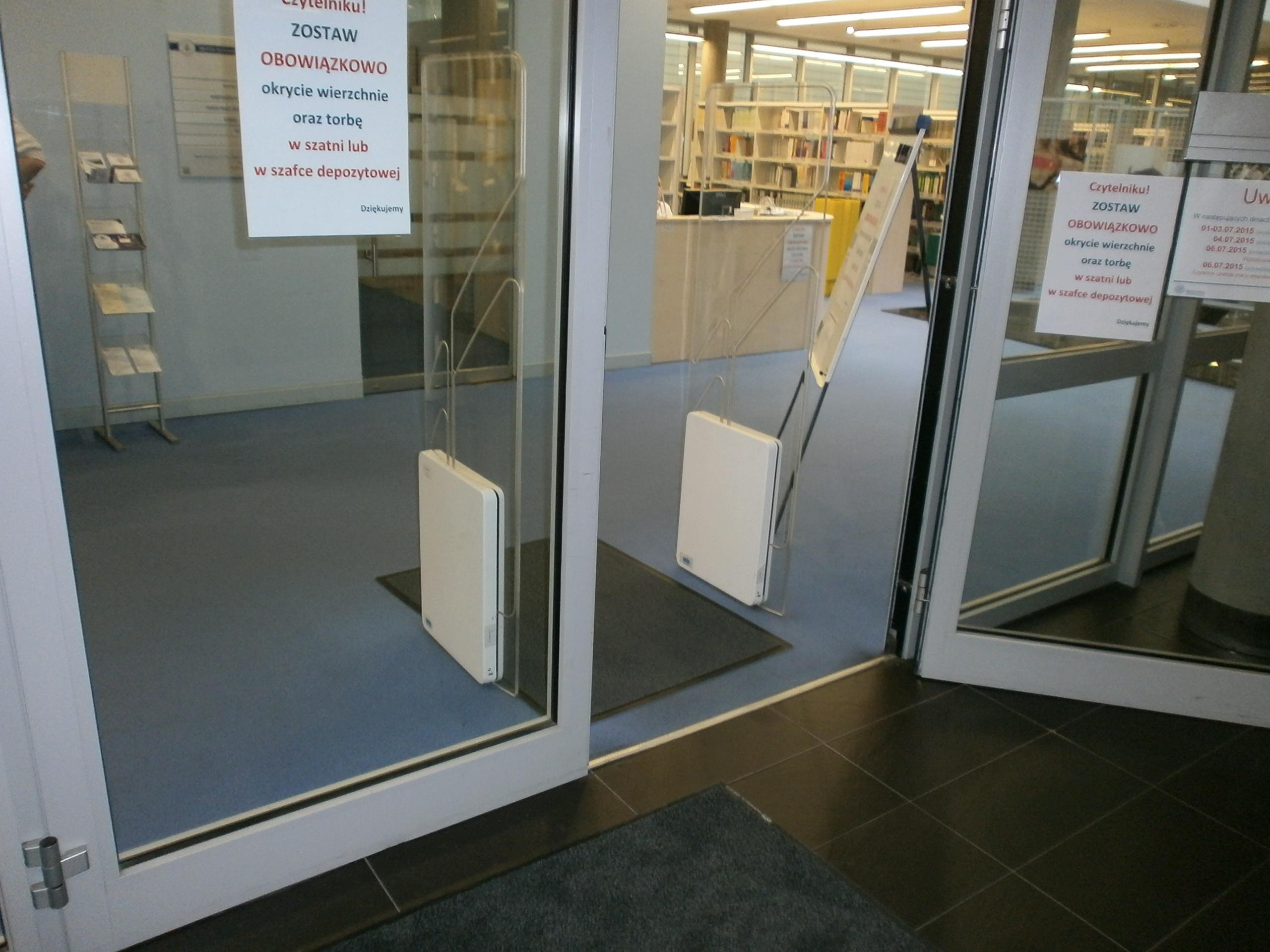 Drzwi do biblioteki