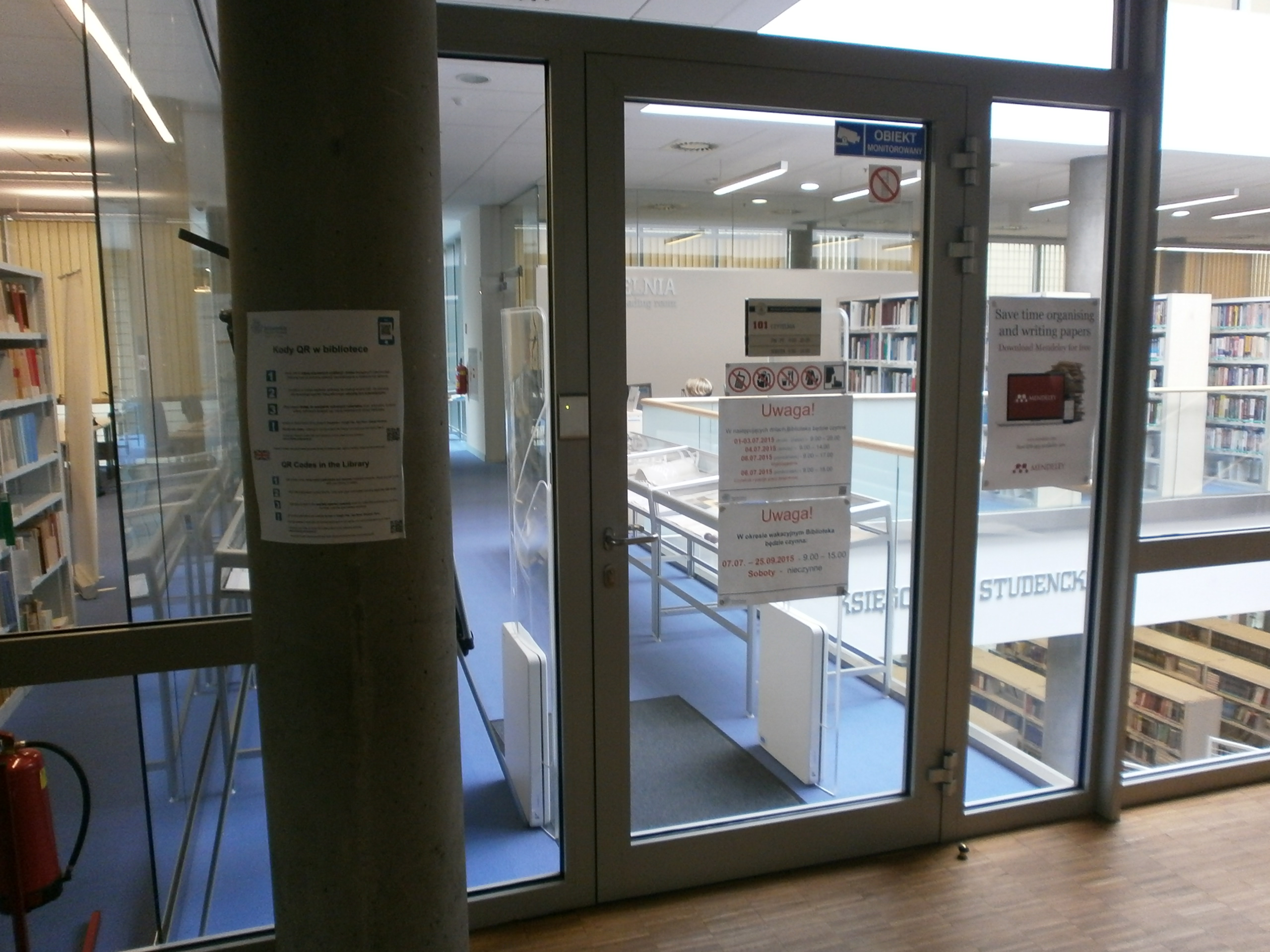 Wejście do biblioteki na piętrze